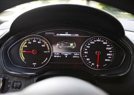 Audi R8 e-tron Instrumente