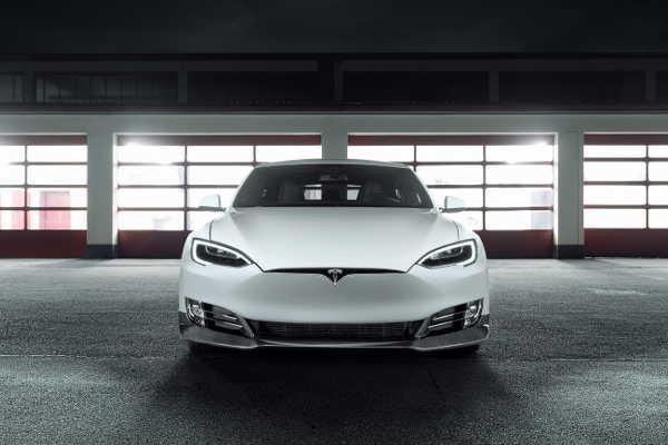 Tesla Model S mit Novitec Carbon-Bodykit