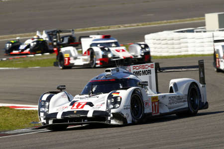 Porsche 919 hybrid #17 Timo Bernhard, Brendon Hartley Mark Webber