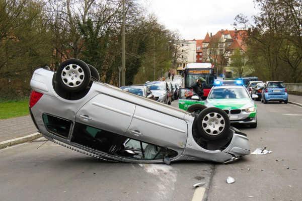 Ratgeber: Wie Sie sich nach einem Autounfall verhalten sollten