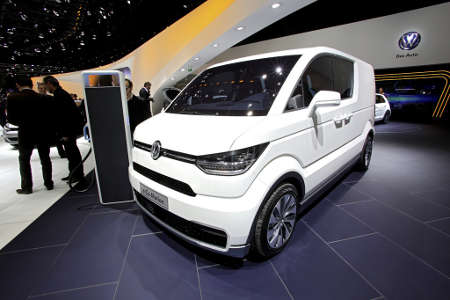 genf 2013 volkswagen zeigt elektro transporter e co. Black Bedroom Furniture Sets. Home Design Ideas