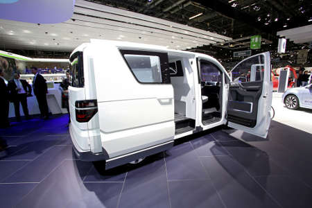 vw e co motion elektro transporter f r genf 2013 green. Black Bedroom Furniture Sets. Home Design Ideas